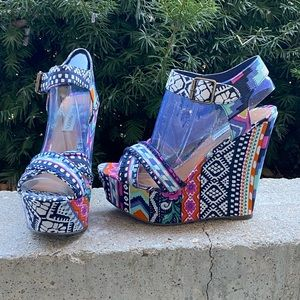 NWOT tribal print wedges Steve Madden